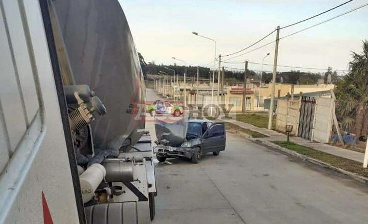 Tandil: auto se chocó un camión estacionado de Cementos Avellaneda