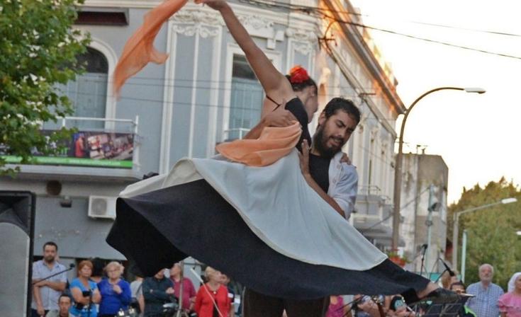 """""""Bailemos Juntos"""" en el Salón Rivadavia"""