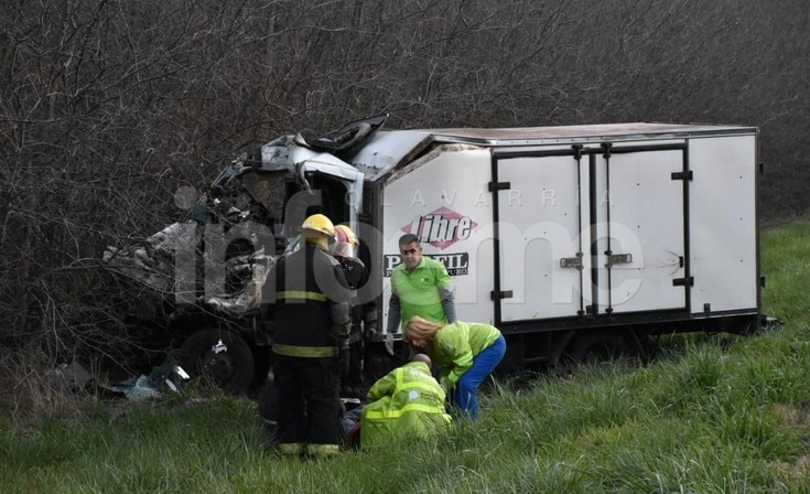 Grave accidente: Un herido tras quedar atrapado en un camión de reparto