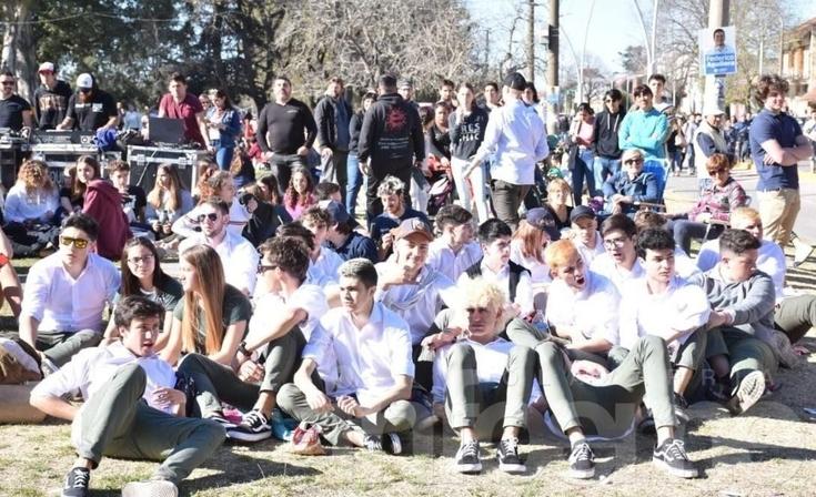 A pleno sol y música Olavarría recibe la primavera en el parque
