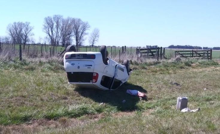 Violento despiste y vuelco sobre la autopista de la Ruta Nacional N° 226