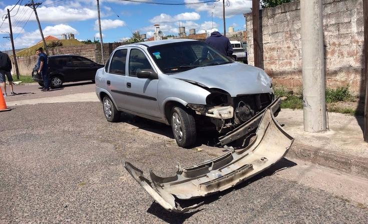 Violento choque entre dos autos en barrio Luján