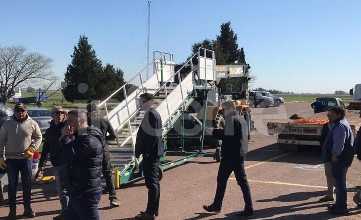 Con fuerte hermetismo, el Presidente Mauricio Macri llega a Olavarría