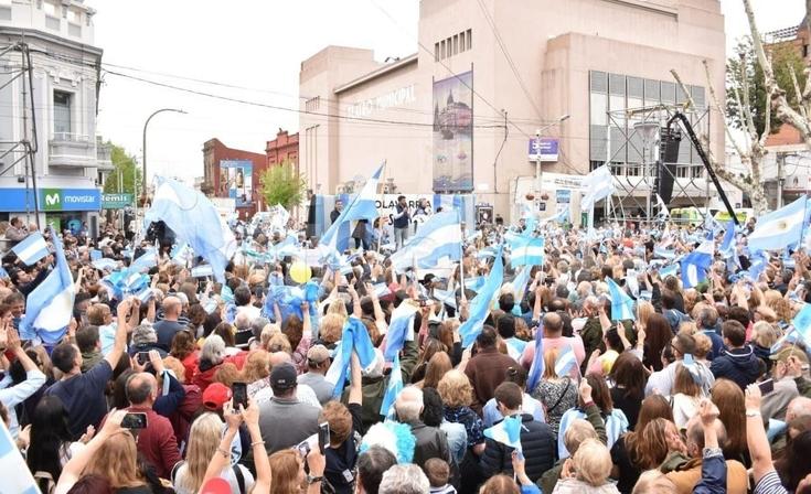 """Las fotos de la marcha del """"Sí se puede"""" en Olavarría"""