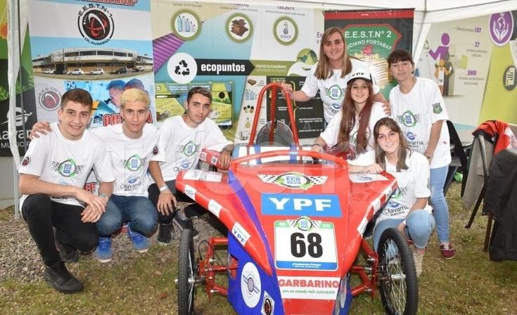 """Estudiantes locales compiten a bordo de """"La Galerita"""""""