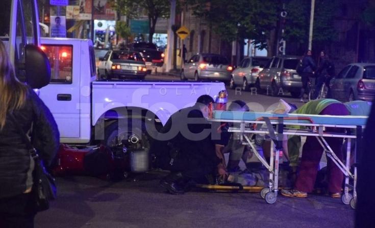 Un motociclista resultó herido en un fuerte accidente en Microcentro