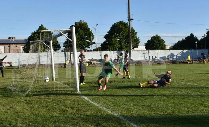 Un gol sobre el final le sirvió a Ferro para extender la racha