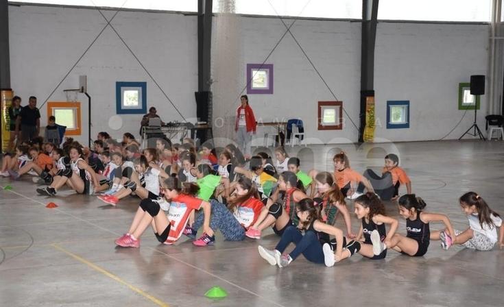 Hubo vóley, juegos y música en el Macrogimnasio de Estudiantes