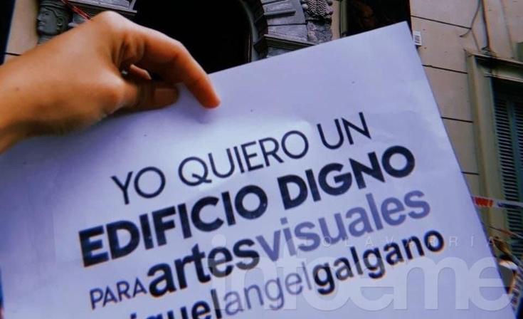 Estudiantes de Artes Visuales reclamaron por el edificio