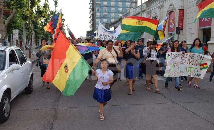 """Más de un centenar de personas se manifestaron contra el """"Golpe de Estado en Bolivia"""""""