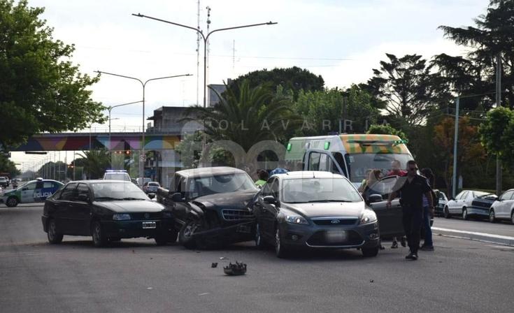 Violento triple choque frente a la Terminal: tres heridos