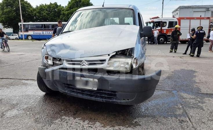 Otro impactante accidente en avenida Pringles: Bomberos auxilió a un conductor