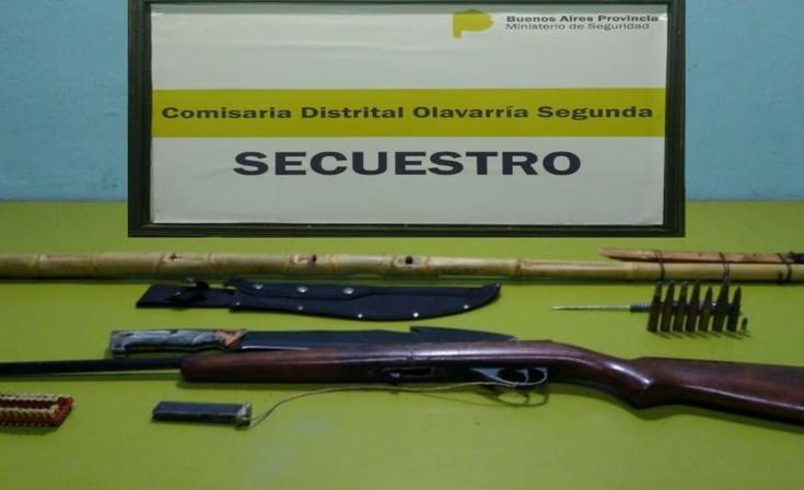 Secuestraron diversas armas en cinco allanamientos