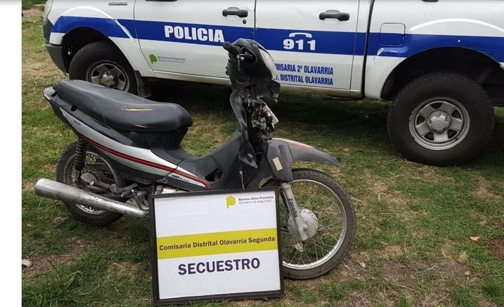 Interceptaron a dos jóvenes y secuestraron una moto