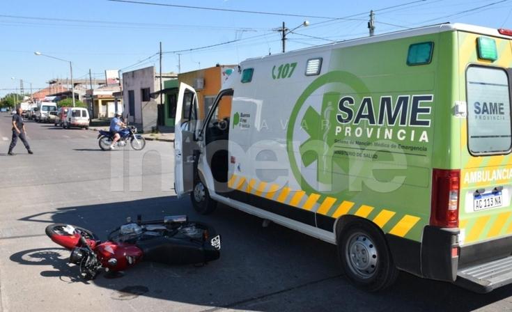 Un motociclista herido en un fuerte accidente