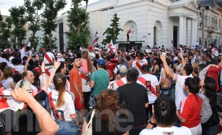 Ganó River y el centro de la ciudad se tiñó de blanco y rojo