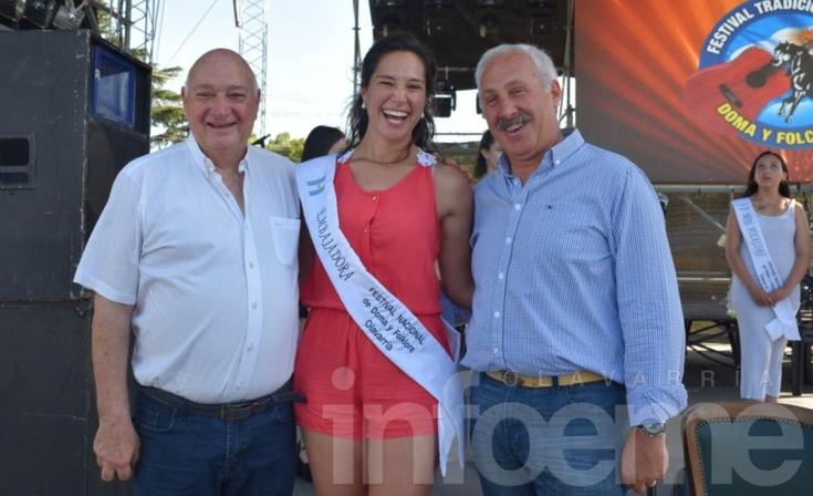 Una olavarriense ganó la camioneta y su hija Embajadora lo festejó en el escenario