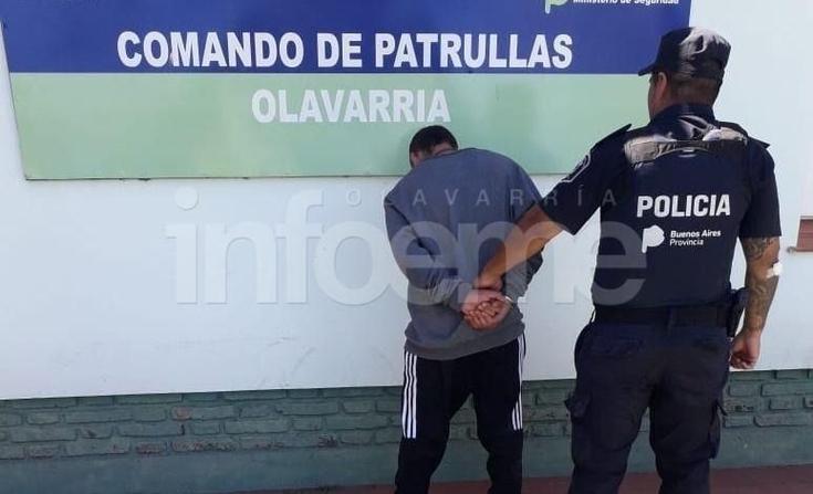 Joven terminó preso por pegarle a policías